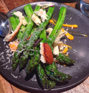 asparagus with egg and brioche