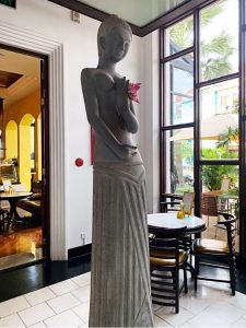 Where to stay in Siem Reap Park Hyatt statue